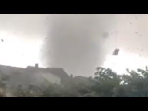 Смотреть Tornado wütet in Luxemburg (09.08.2019) онлайн