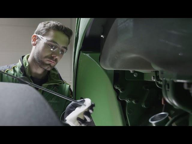John Deere   Expert Tip Tractor - Oil Change