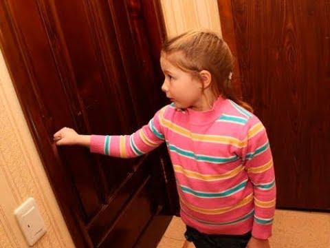 Воры упросили малышку пустить в дом: войдя, они замерли...