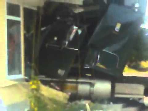 В Ленинградской области грузовик въехал в магазин запчастей