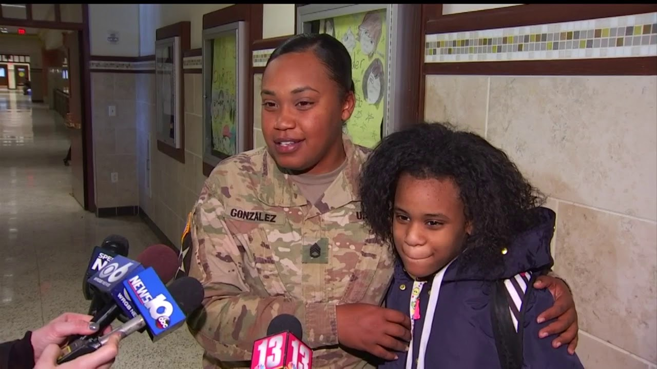 Military sisters' surprise homecoming reunion