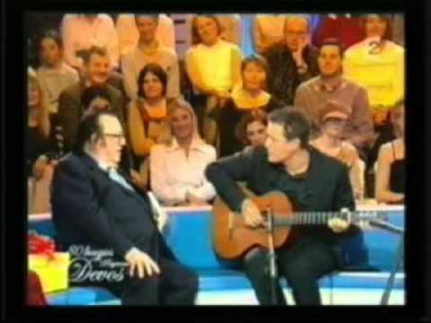 Dany Boon sur le plateau Devos 80 ans interprete 2 chansons de Devos et Devos une de ces perso Stweeq
