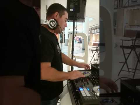 DJ Xitmint spinning Live @ the Hudson's Bay(Markville shopping Centre) - July 2017