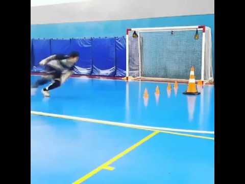 Como entrenar a un portero para el fútbol sala - YouTube 99da7c1454dce