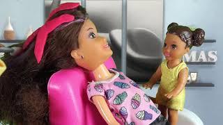 Rodzinka Barbie - Metamorfoza Wiki Duża garderoba. Bajka dla dzieci po polsku. The Sims 4. Odc. 72 thumbnail