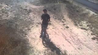 velo champ de bosse 4 (saut au dessus d un velo