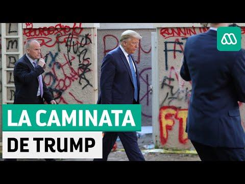 Trump camina desde