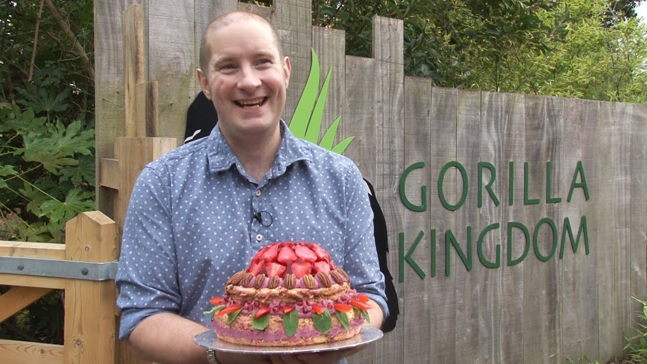 Great British Bake Off's Richard bakes birthday surprise ...