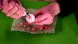 Мастер класс по созданию сахарных цветов для пряников(Мастер класс по созданию цветов из айсинга для украшения пряников . Эти цветочки можно делать заранее высуш..., 2015-01-29T06:39:30.000Z)