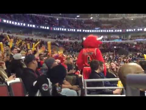 Popcorn spill Bulls game April 3, 2015