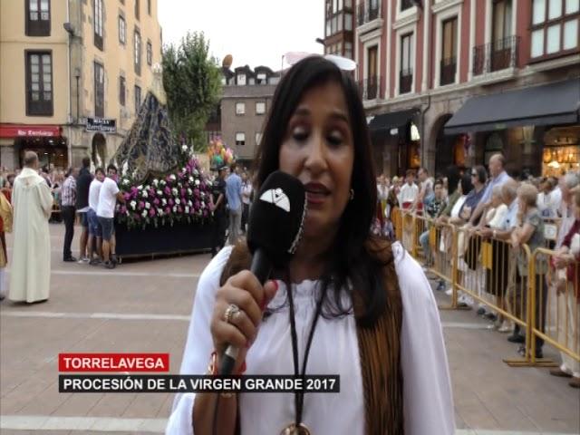 La virgen Grande pasea por las calles de Torrelavega