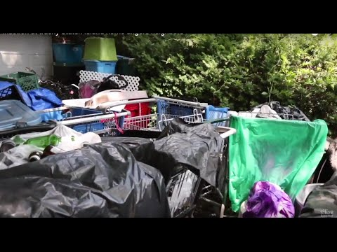 Inaction at trashy Staten Island home angers neighbors