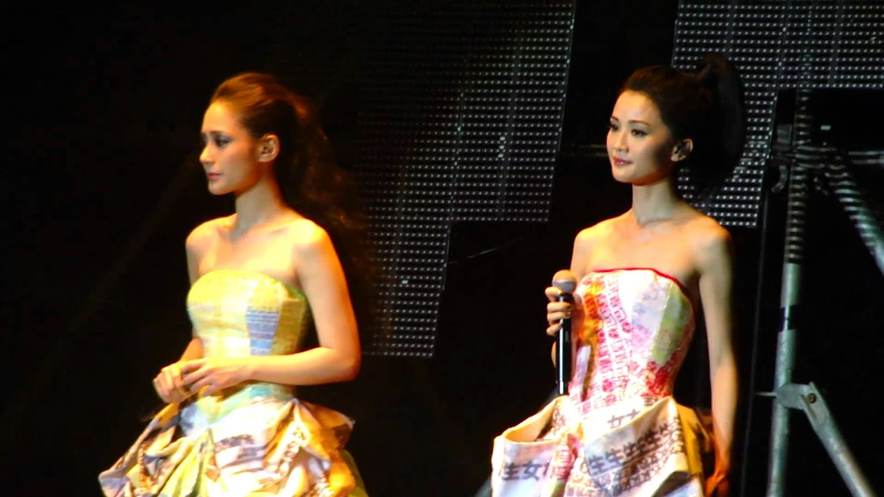 Twins人人彈起演唱會澳門站@Encore+戀愛大過天2010-11-13 - YouTube