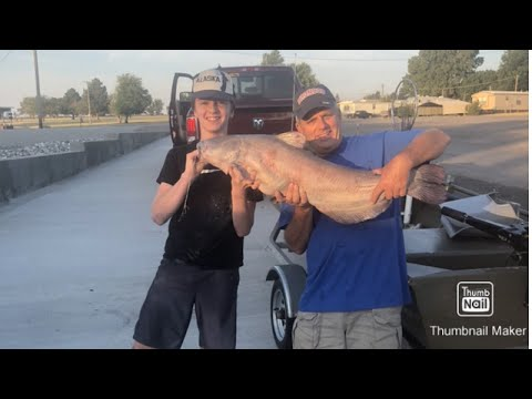 Huge 30 POUND BLUE Catfish Caught At Lake Ellsworth!