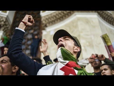 الجزائر: دخول قطاعات عديدة في إضراب عام رفضا لترشح بوتفليقة  - 16:56-2019 / 3 / 10