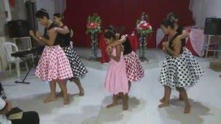 Coreografia em homenagem ao dia das Mães (Assembléia de Deus)...