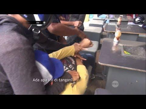 Asyik Nongkrong Depan Minimarket, Bandar Narkoba Ini Kaget Ditangkap - 86