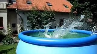 Odpoledne u bazénu