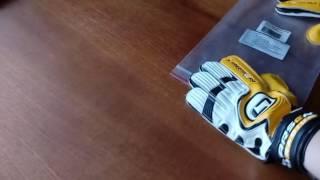 Купили вратарские перчатки.Очень крутые!!(Показываем вратарские перчатки., 2016-06-14T08:59:38.000Z)