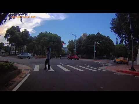 車號:TDF-0767,計程車違規紅燈右轉 (影片請選擇720P或1080HD觀看)