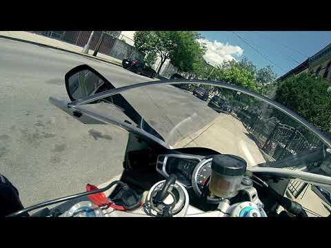 Triumph Daytona R - Plugged in Commute