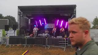 Hey Joe door coverband The Legacy op festival 't hofke buiten in Geel