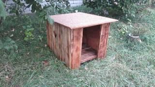 Будка для собаки из строительных отходов.