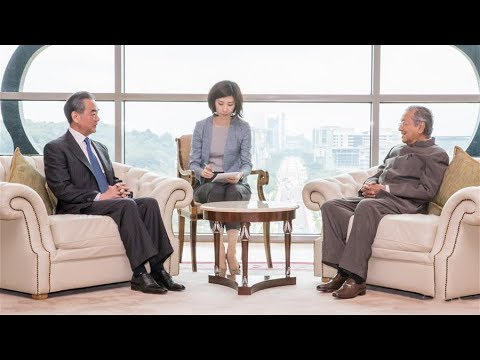 Chinese foreign minister discusses bilateral relations and trade with Malaysian prime minister