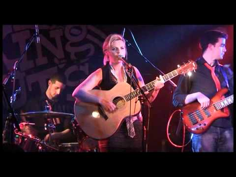 Sara Douglas live at king tuts wahwah hut