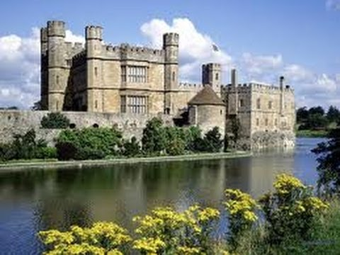 Leeds Castle - Kent England - beautiful Castle and Maze