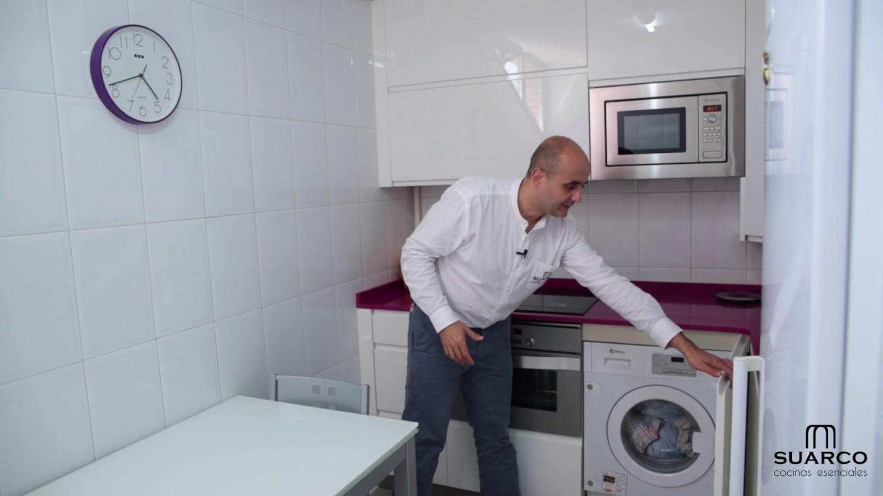 Video de cocina muy peque a moderna blanca sin tiradores y for Cocinas pequenas en paralelo