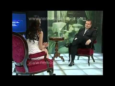 مذيعة بدون ملابس داخلية في لقاء مع رئيس وزراء صربيا