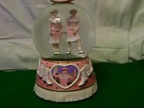I LOVE LUCY~ETHEL~RODEO~SAN FRANCISCO MUSIC BOX COMPANY~MUSICAL WATER SNOW GLOBE