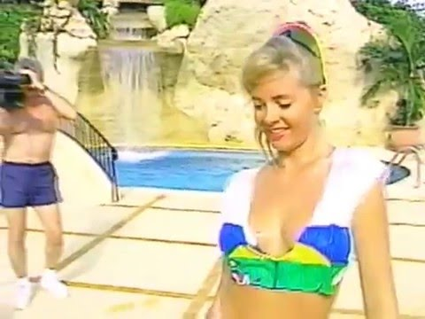 Bikini Girl Lori Pallet wet t shirt contest