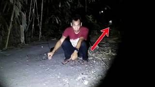Video BAKAR DUPA PAS SATU MALAM SURO DI KEBUN ADA PENAMPAKAN POCONG download MP3, 3GP, MP4, WEBM, AVI, FLV September 2018