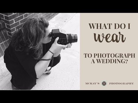 Wedding Photography 101: Female wedding photographer clothing ideas and what to wear to a wedding