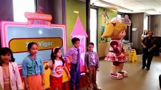xia vigor performs the jollibee spaghetti dance craze