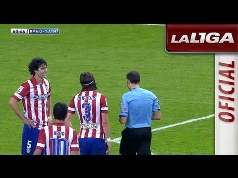 Mano a mano de Diego López con Diego Costa, despeja el portero