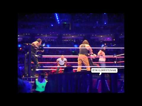 WWE Live Mexico City 2015 - Undertaker y Kane vs Luke Harper y Braun Strowman