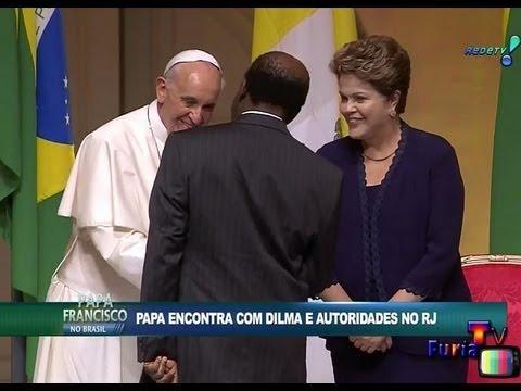 Joaquim Barbosa cumprimenta o Papa e deixa Dilma no vácuo