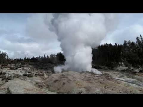 Yellowstone está deixando cientistas perplexos - Steamboat Geyser