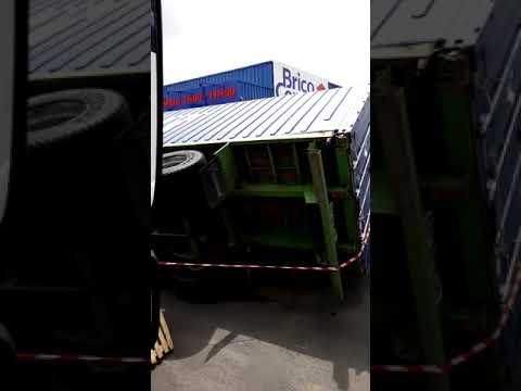 Martinique : Un camion renversé à la Jambette 2