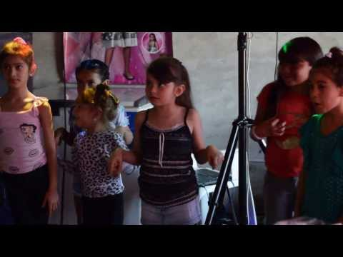 Violetta enseñando Hoy Somos Mas!