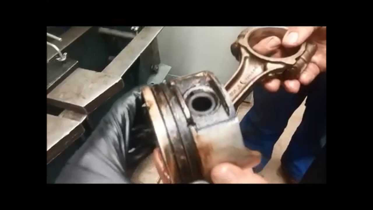 Pressing a wrist pin out