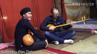 Vị khách nước ngoài học Đàn Tính cục hót tại Du Già Homestay