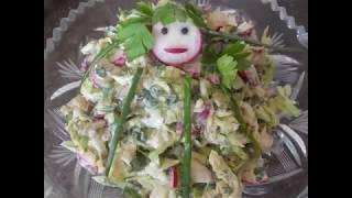 Салат из редиски и молодой капусты