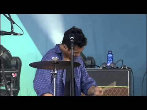 The Temper Trap - Drum Song (Live Santiago DC´10)