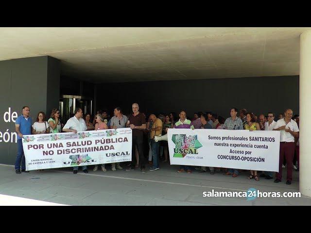 Concentración de USCAL frente a la Delegación de la Junta en Salamanca