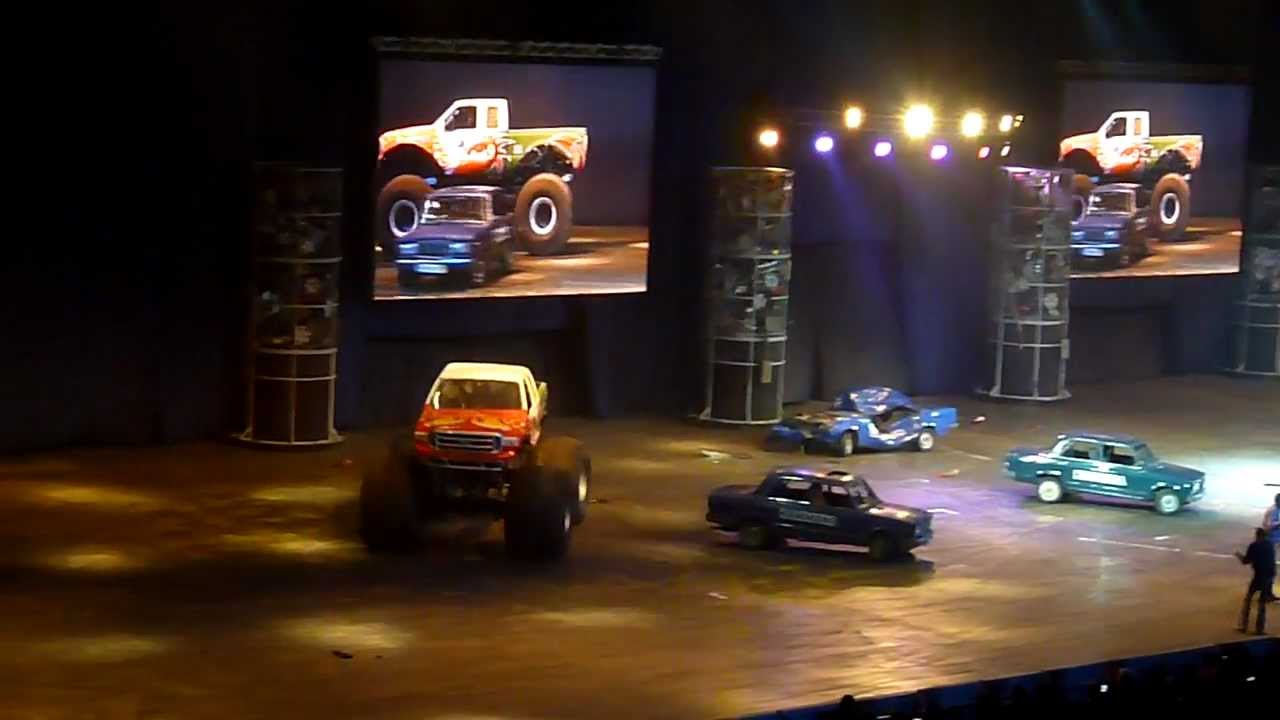 TopGear Live Moscow 25.02.12 part 11 - Monster Truck crushes Lada 2105
