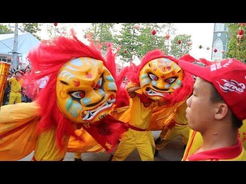 Múa Lân Tết Nguyên Tiêu lễ hội Chùa Bà Bình Dương - Vietnam Travel 2018 - 동영상